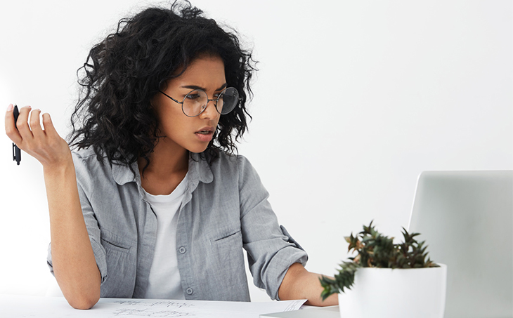 Why People Unsubscribe & What You Can Do About It | Everlytic | Email Marketing | Black woman | Laptop | Wearing glasses