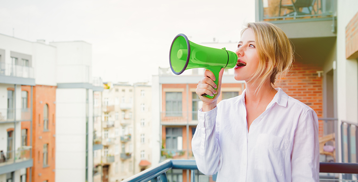 10 Reasons Why You Should Use Voice Broadcasting | Everlytic | Digital Communication Software | Email Marketing | Woman on a loudspeaker