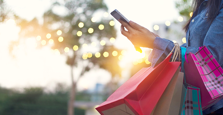 Black Friday 2020: What to Expect   Online shopping   BFCM   Mobile eCommerce   Woman shopping