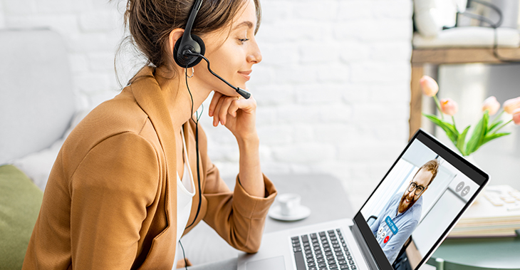 7 Tips to Create an Engaging Internal Communication Strategy | Everlytic | 2021 communication trends | woman on laptop